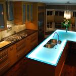 Стеклянная столешница на кухне: преимущества и недостатки