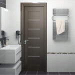 Деревянная дверь в ванную: нюансы выбора